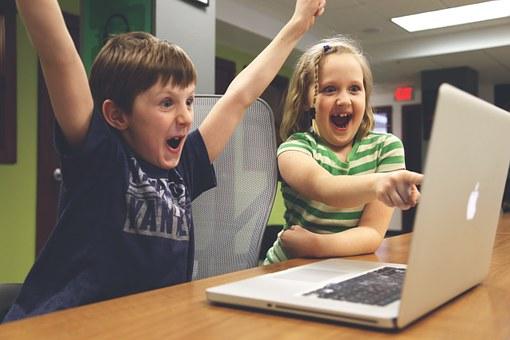 Forbes: Děti a technologie. Kdy a jak by s nimi měly začít